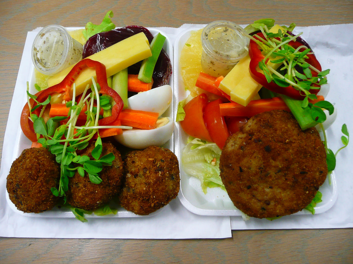 Tuna patties and salad