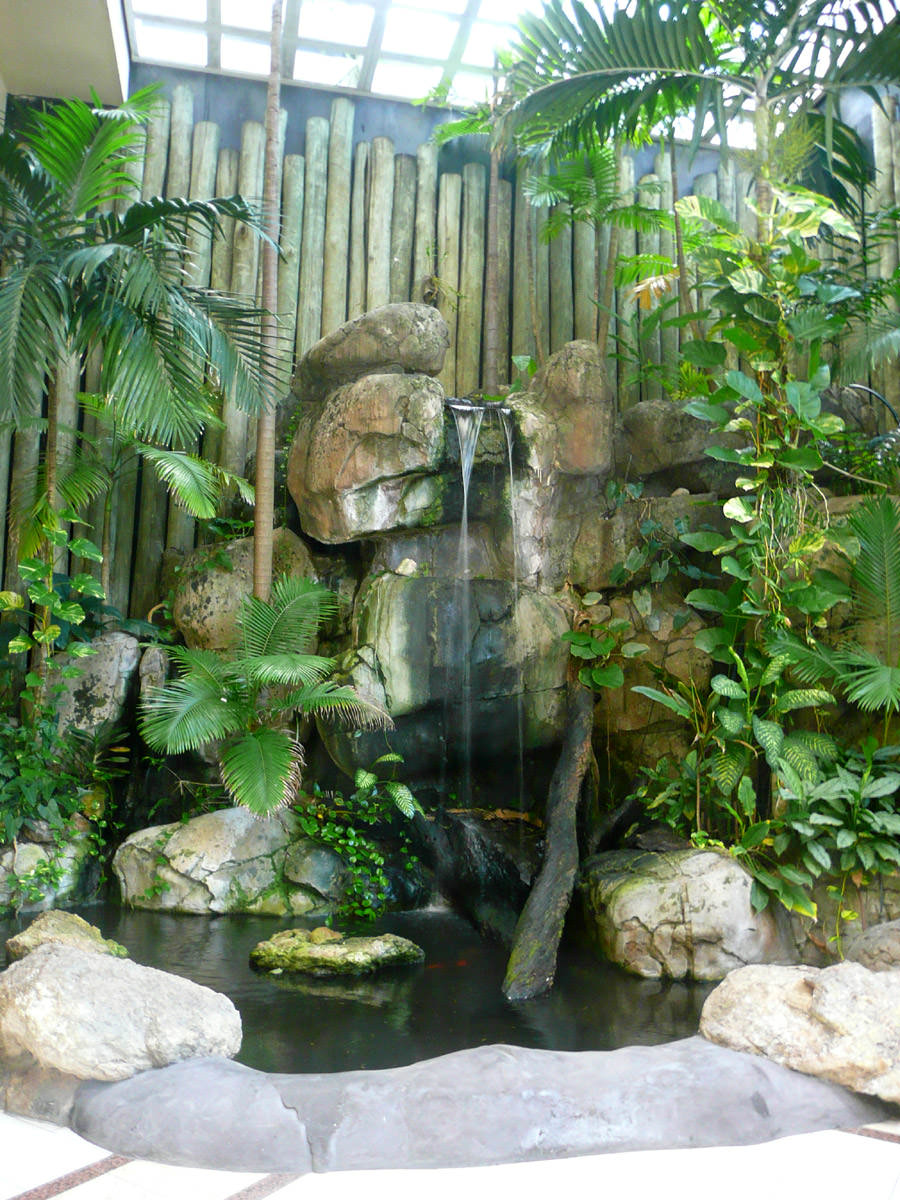 Water feature in the Reef Hotel