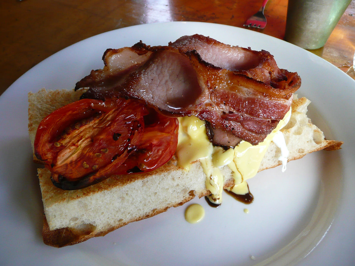 Double smoked bacon, poached eggs, tomato, herbed hollandaise on turkish bread