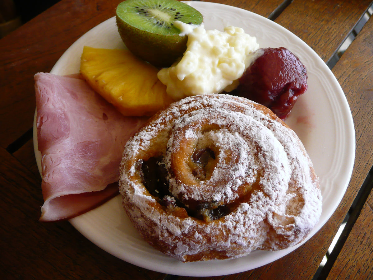Ham, fruit, cream of rice and sultana danish