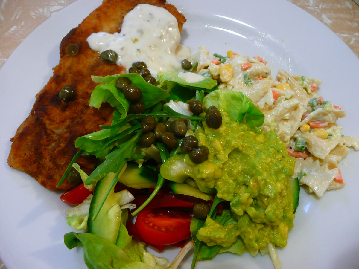 Jac's plate - Fish, salad, capers and mashed avocado