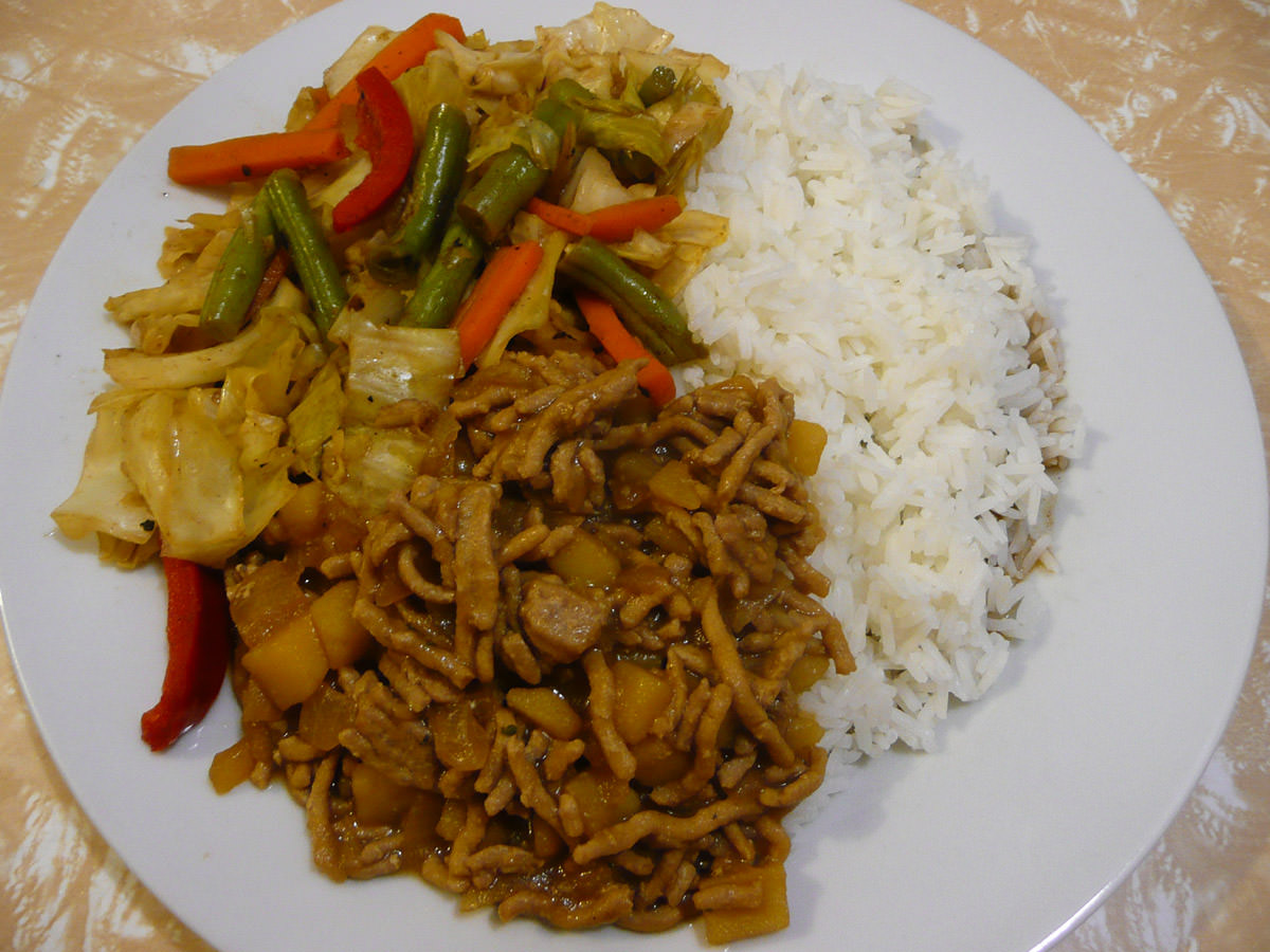 Turkey mince minchee, vegetables and rice