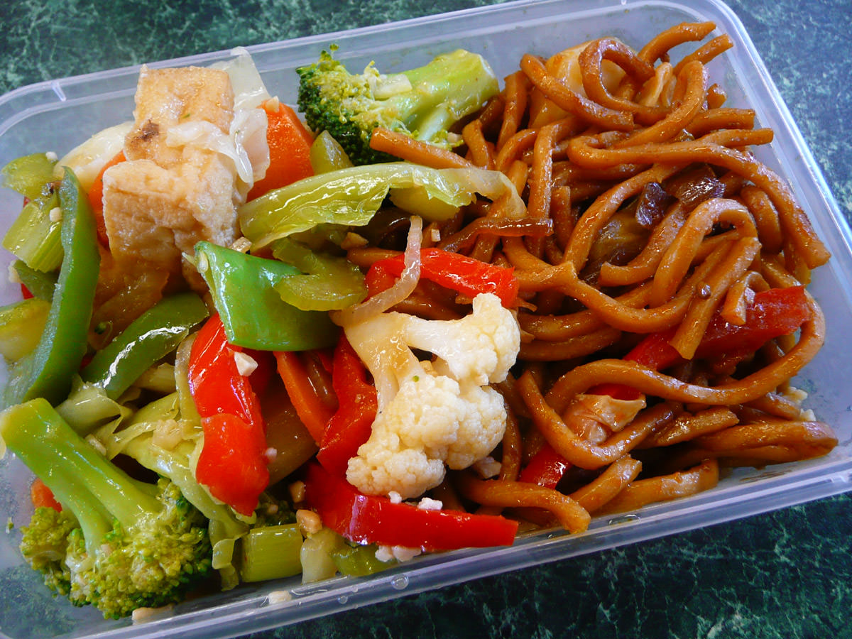 Stir-fried vegetables, mee goreng