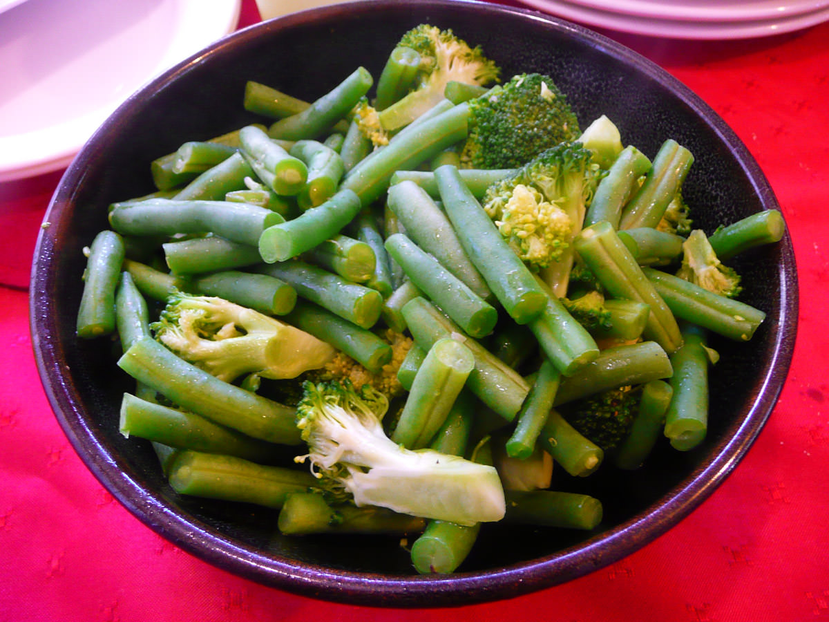 Steamed beans and broccoli