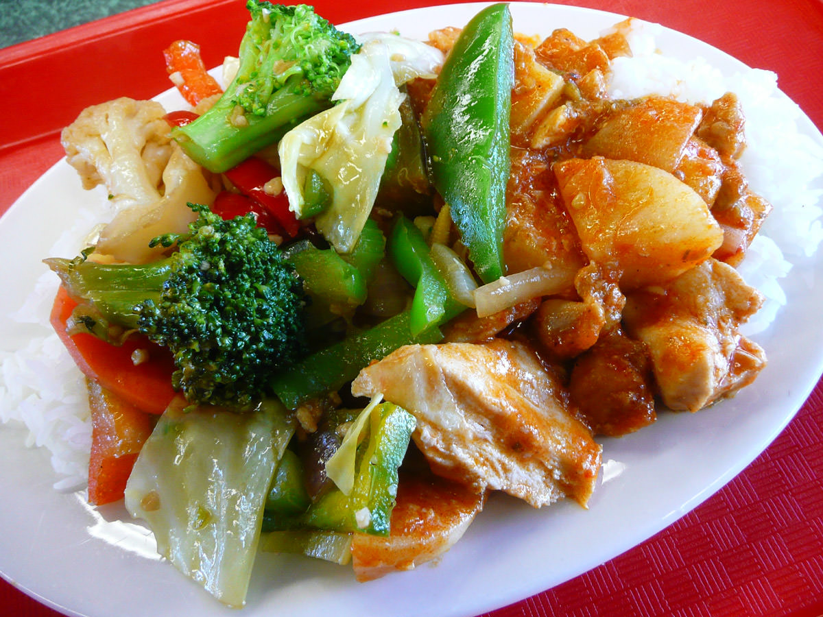 Red chicken curry, stir-fried vegetables and rice