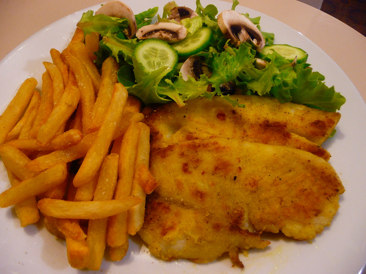 Fish, chips and green salad