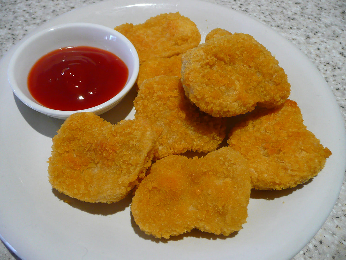 Nuggets with tomato sauce