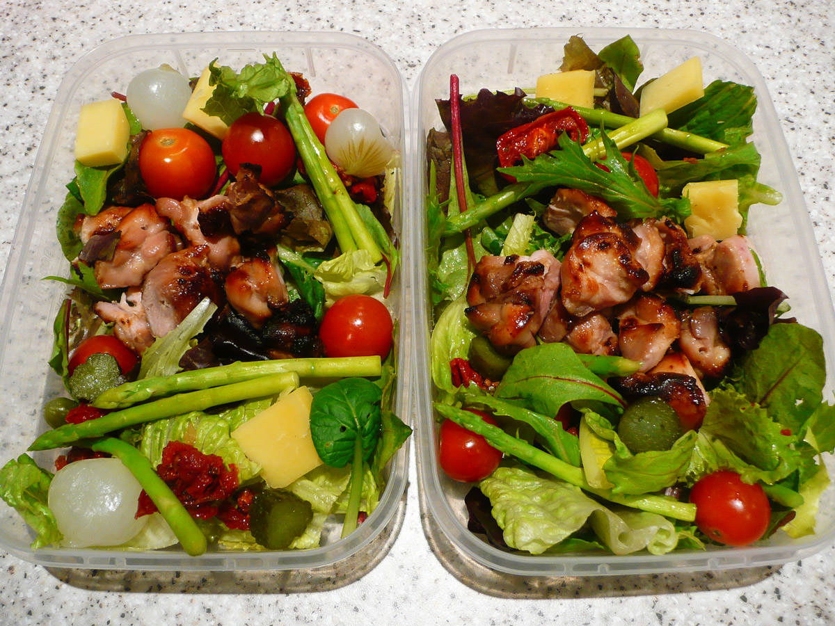 Chicken and salad bento lunches for two
