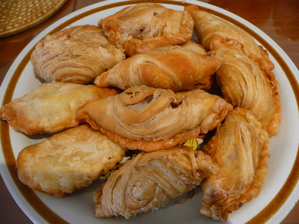 A plate of curry puffs