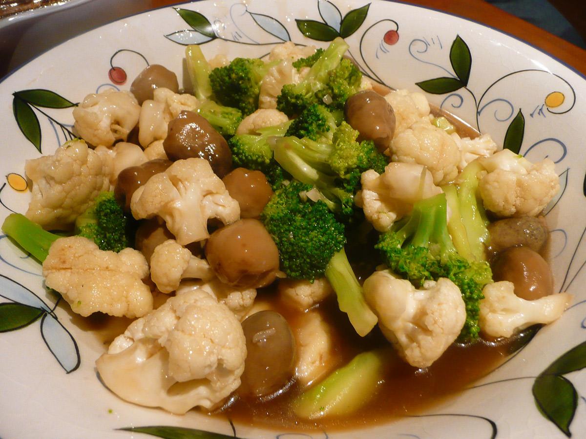 Stir-fried broccoli and cauliflower