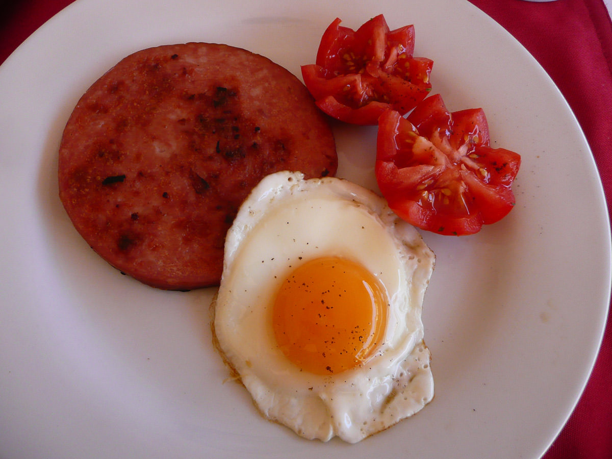 Ham steak, fried egg and tomato