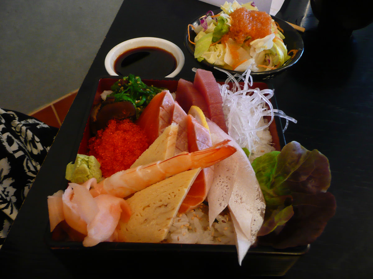 Jac's chirashi set with side salad