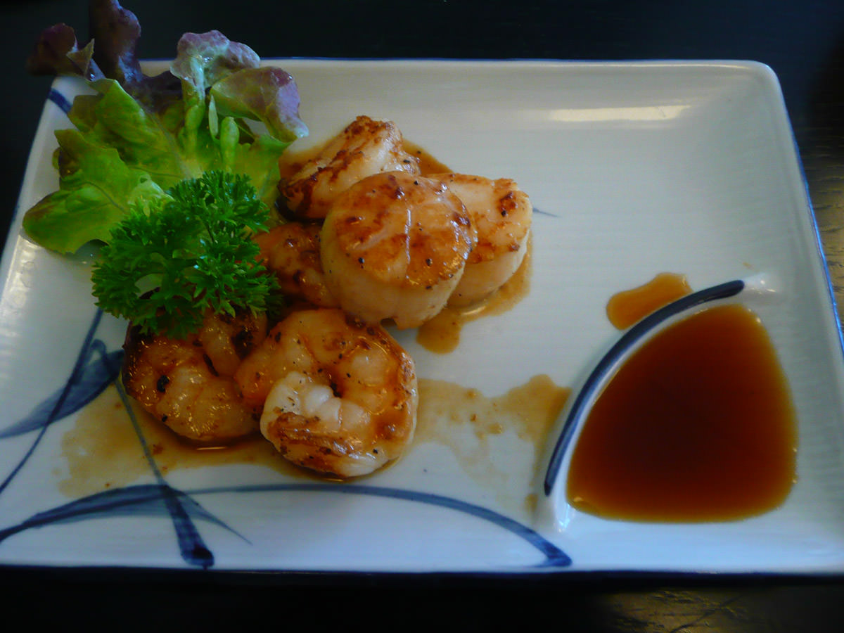 Seafood teppanyaki duo of scallop and prawn