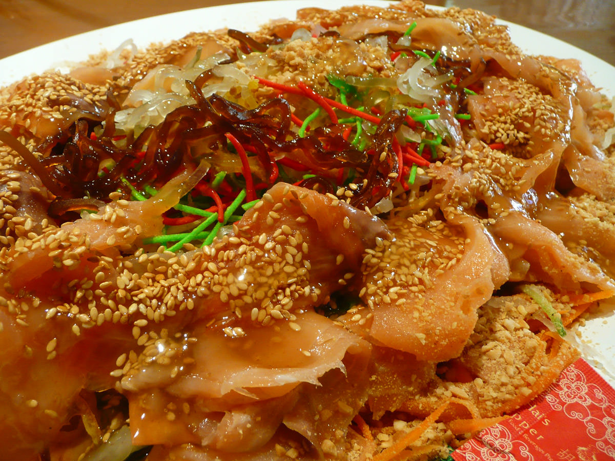 Yee sang pre-tossed close-up