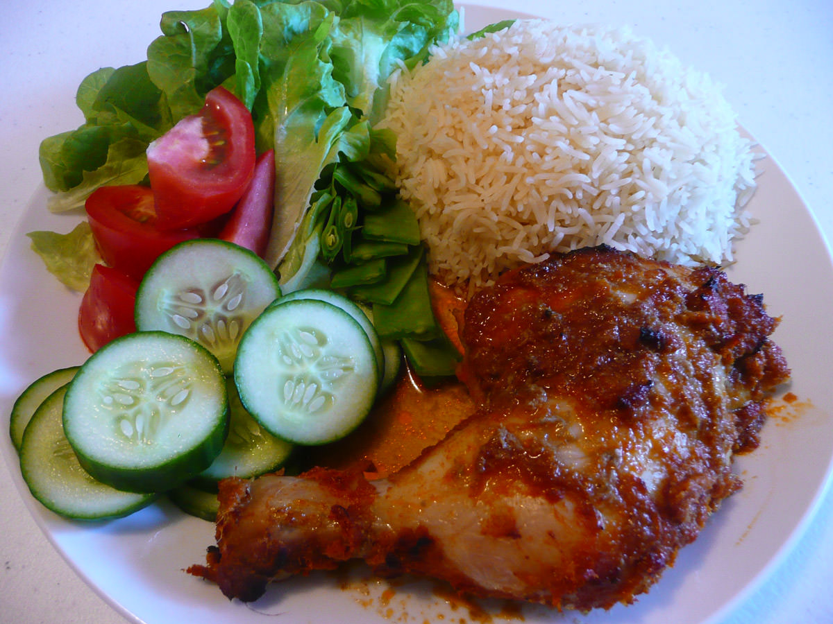 Oven-baked Thai red curry chicken, rice and salad