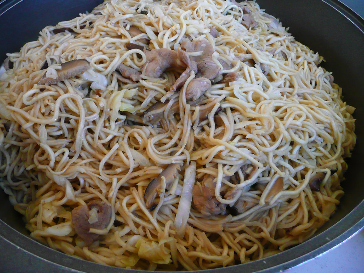 Noodles with chinese mushrooms and pork