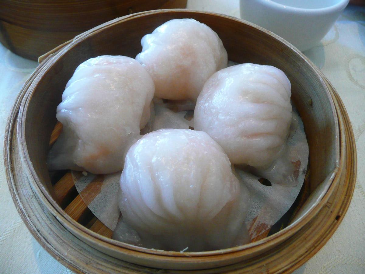Har gow (steamed prawn dumplings)