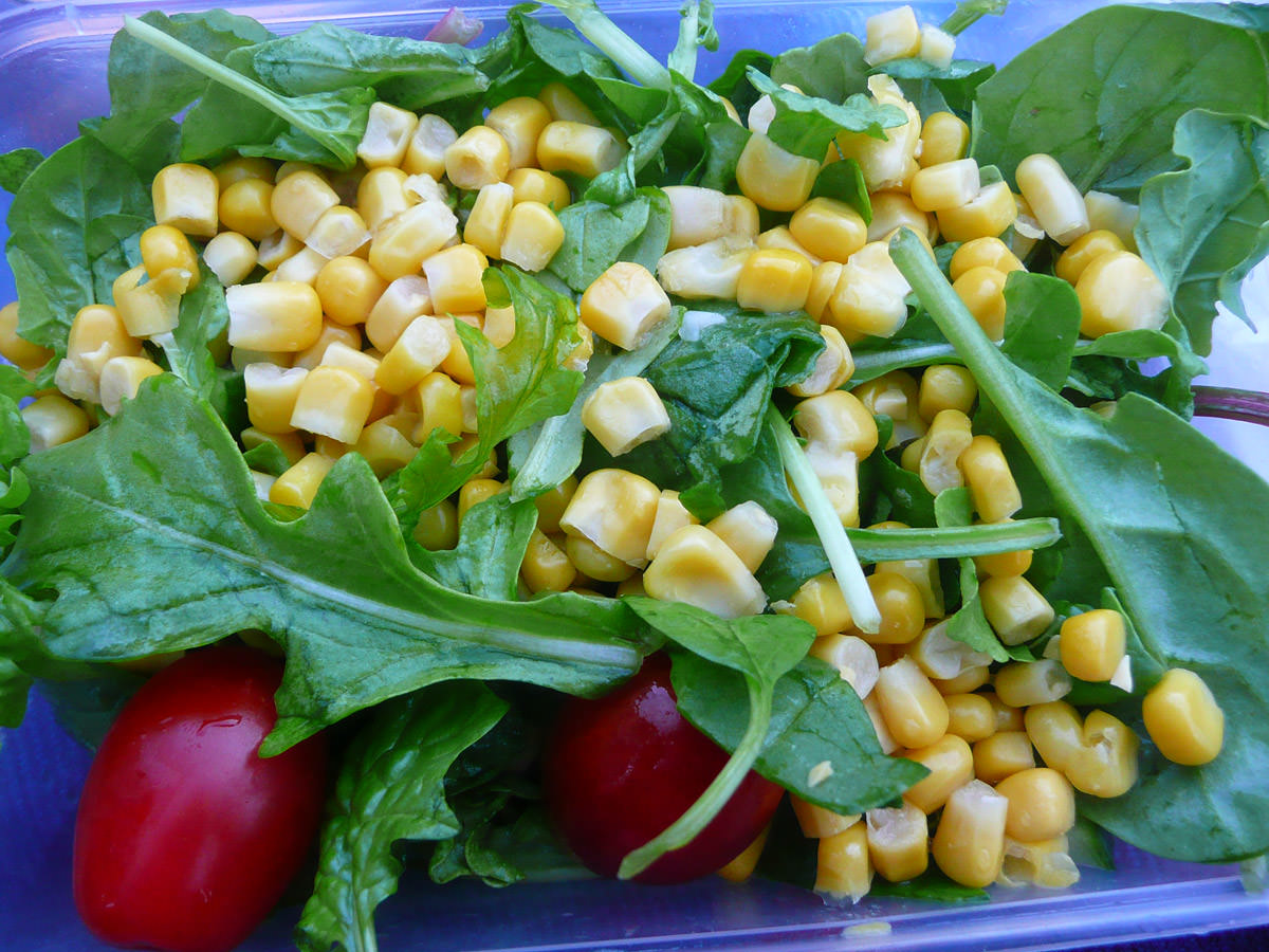 Salad - English spinach, tomatoes and corn