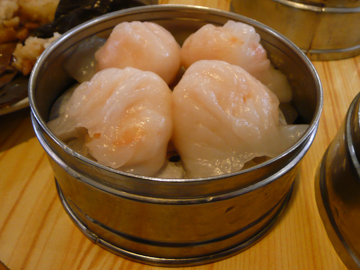 Steamed prawn dumpling (har gow)