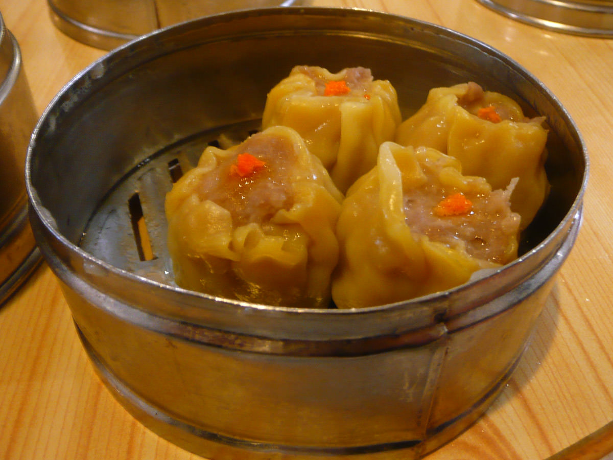 Steamed pork dumpling (siew mai)