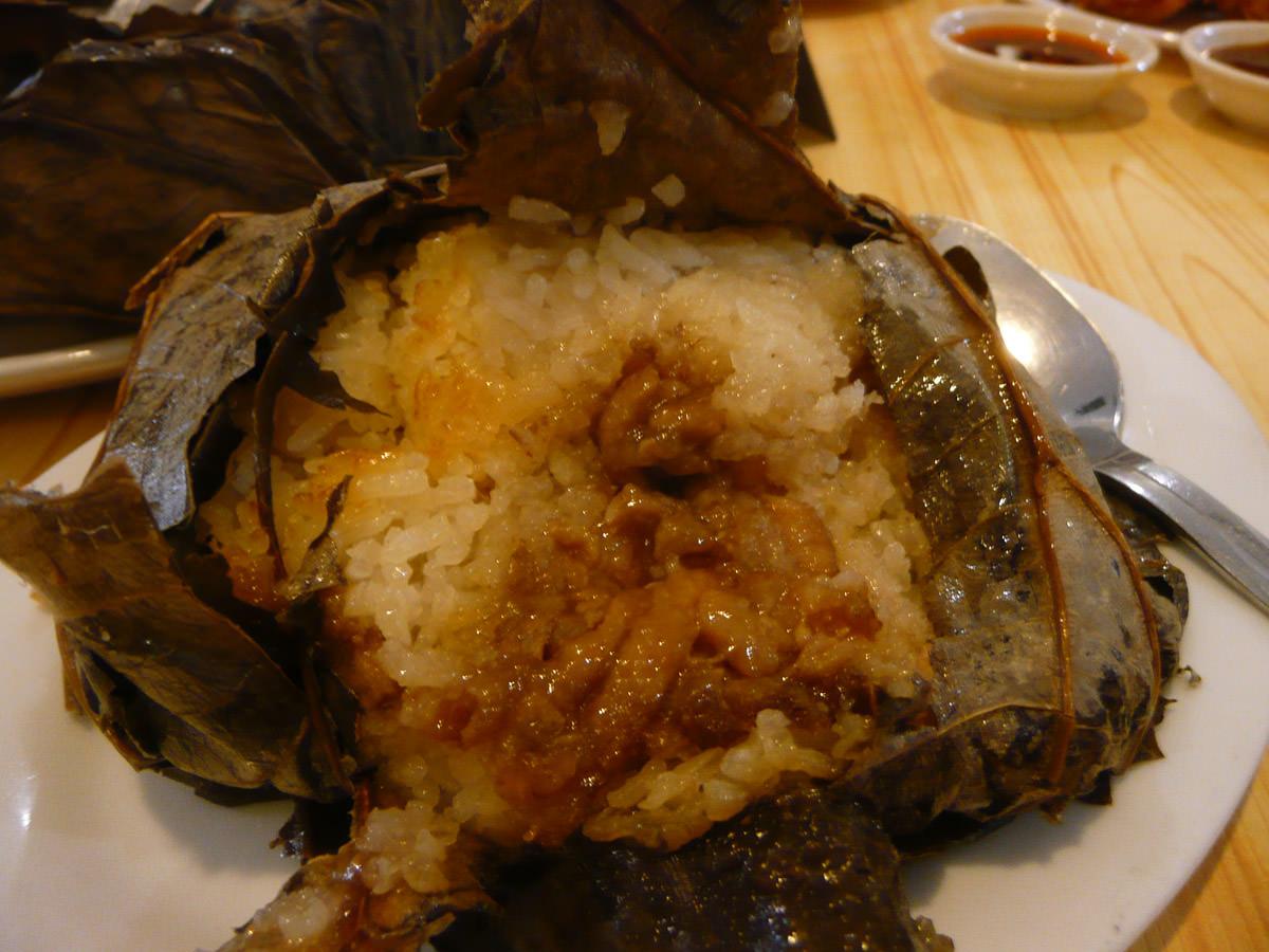 Loh mai kai (glutinous chicken rice)
