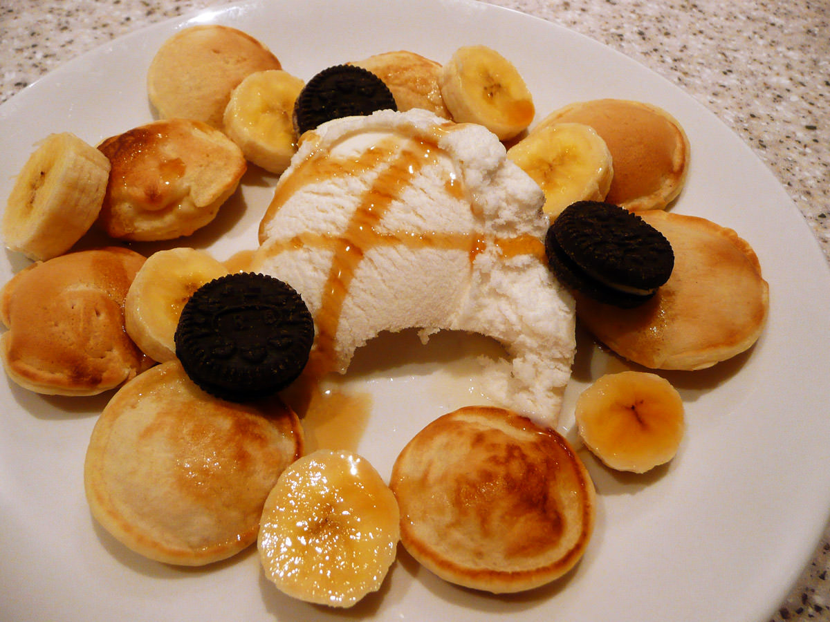 Poffertjes (Dutch mini pancakes), ice cream, banana, maple syrup, mini Oreos