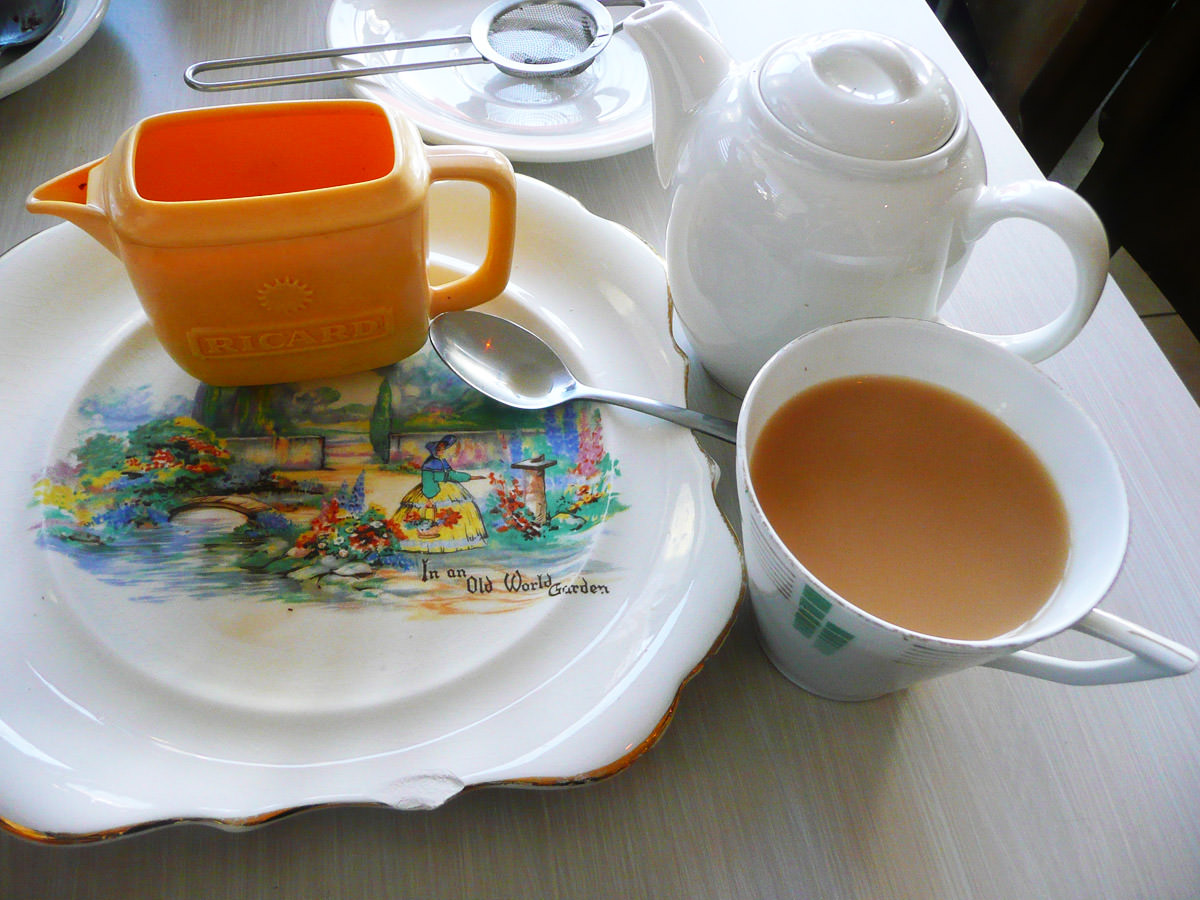 English breakfast tea with soy milk - interesting plate design