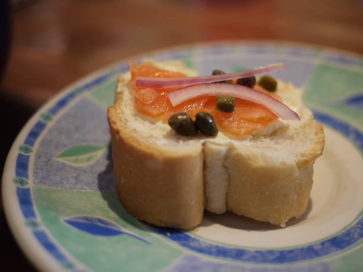 Smoked salmon, cream cheese, red onion and capers on bread