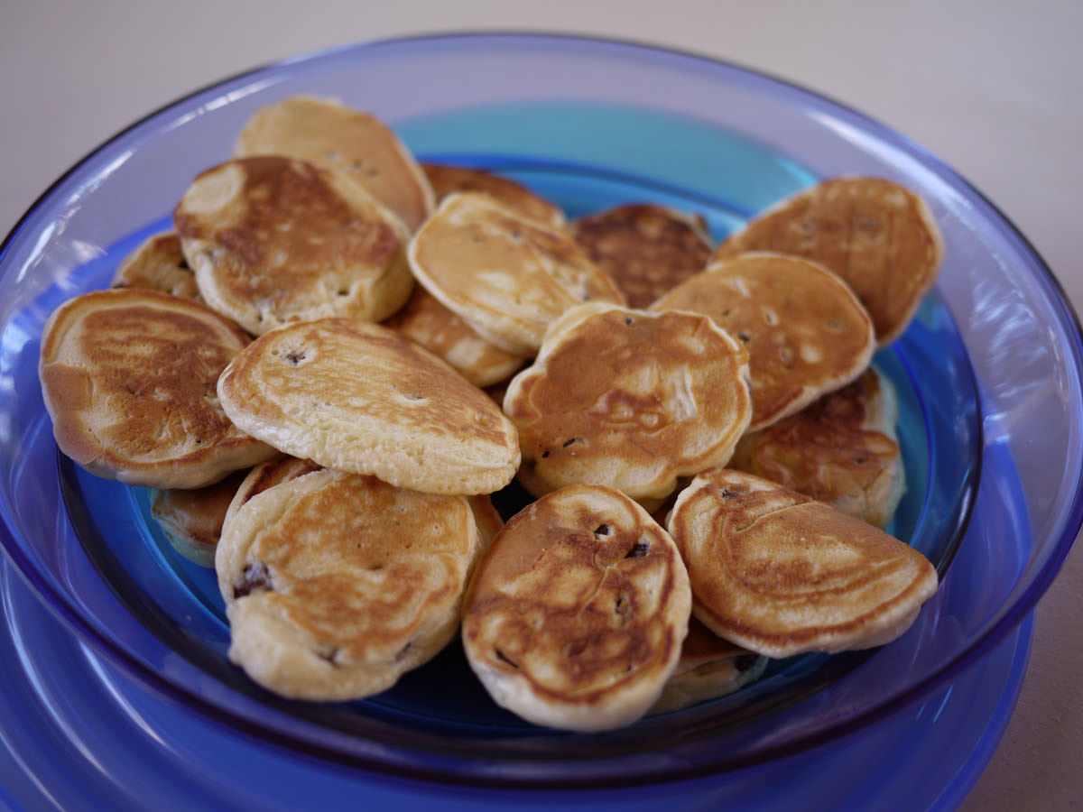Pikelets with sultanas in them (yum!)