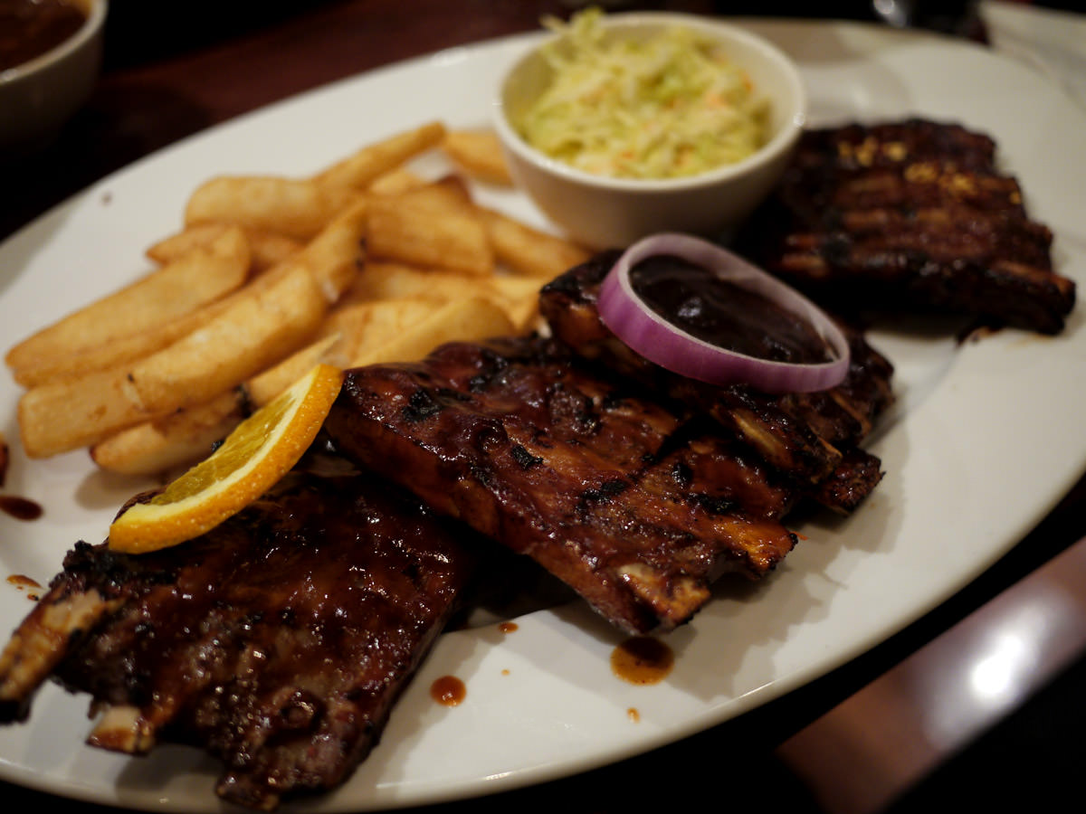 Pork ribs, fries and coleslaw
