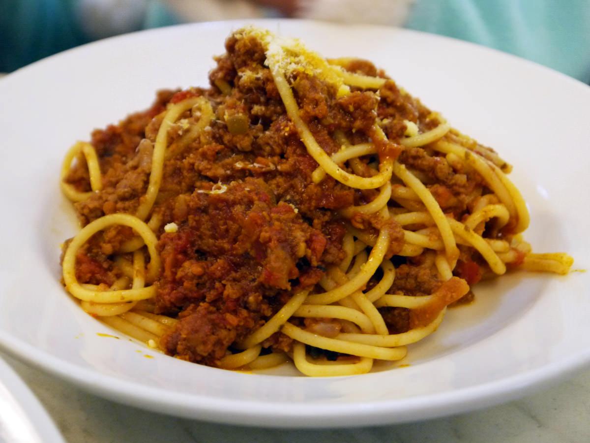 Kids' spaghetti bolognese