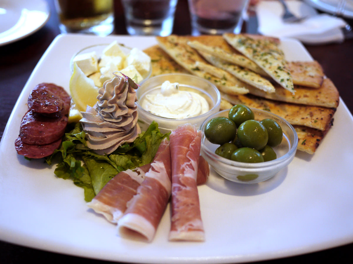 Tasting plate for two (shared between four)