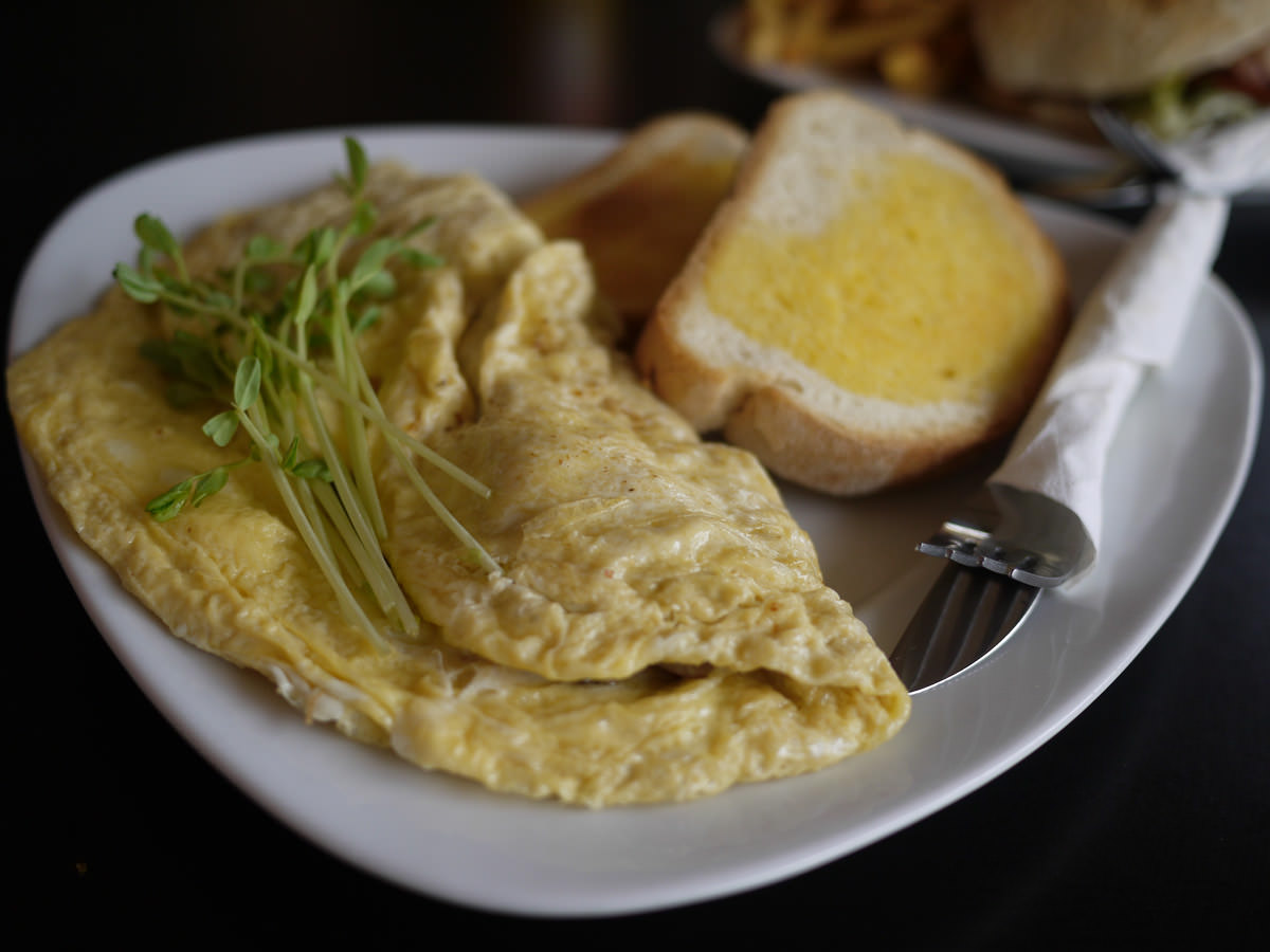 Omelette with mushroom, tomato and chees