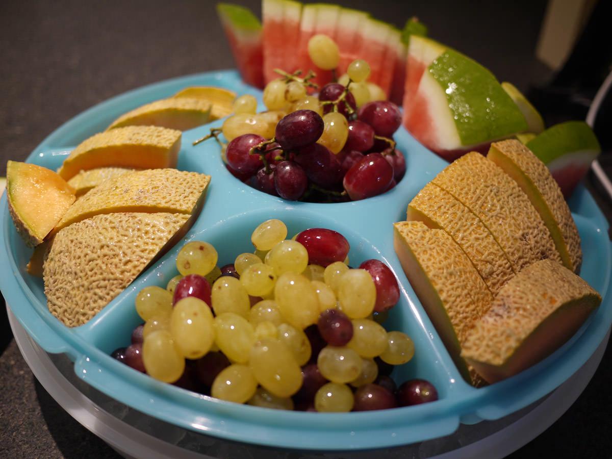 Fresh fruit on ice