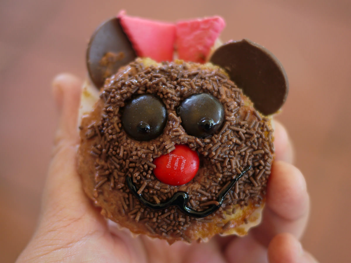 It's a birthday girl bear cupcake