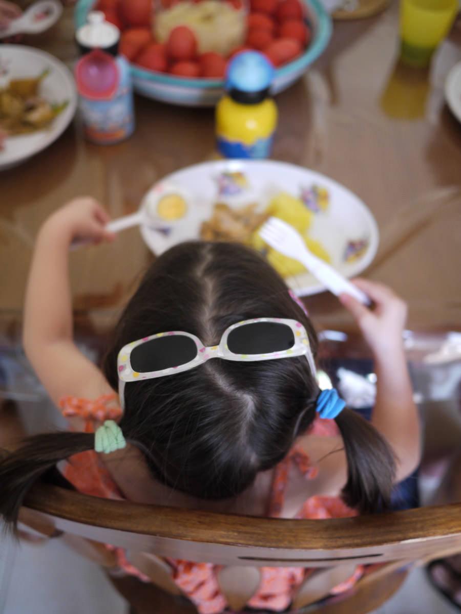 Zoe eating lunch - bird's eye view