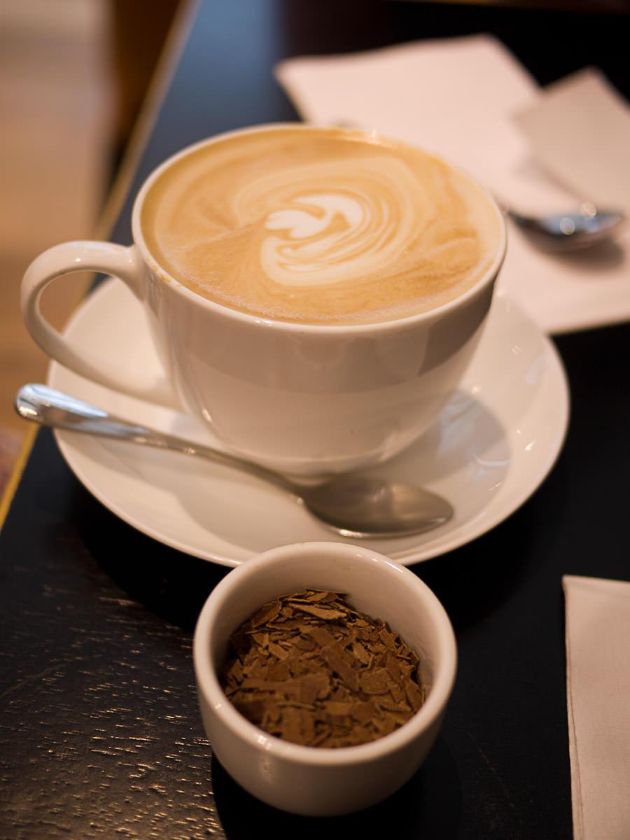 Cappucino (served with chocolate flakes)
