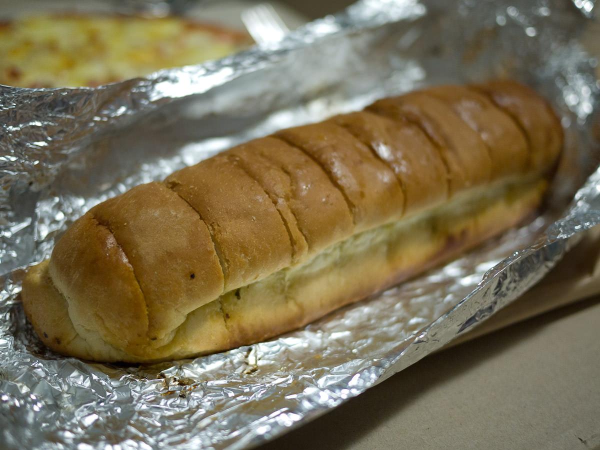 Garlic bread (AU$6)