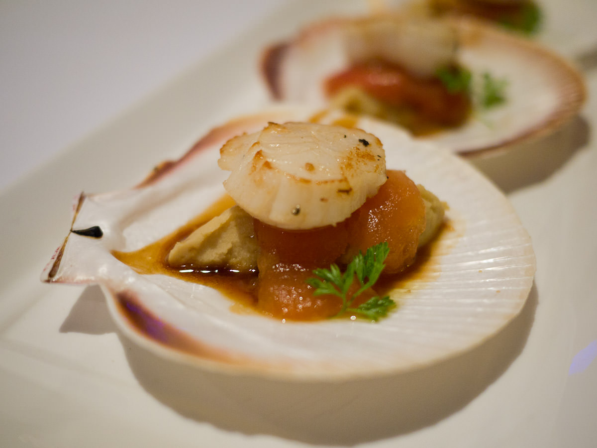 Seared half-shell Fremantle scallops, hummus, confit tomato, pomegranate dressing (AU$27)