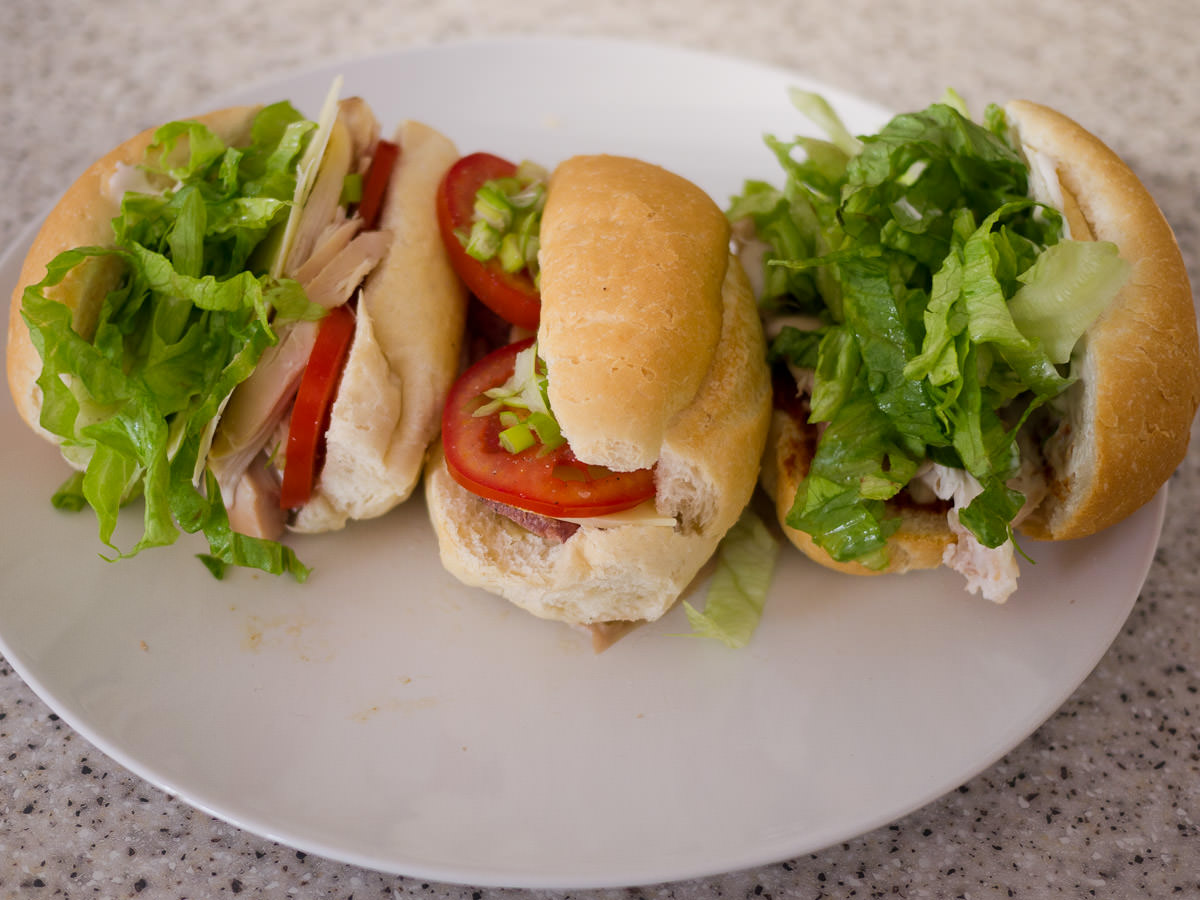 Barbecue chicken and salad rolls