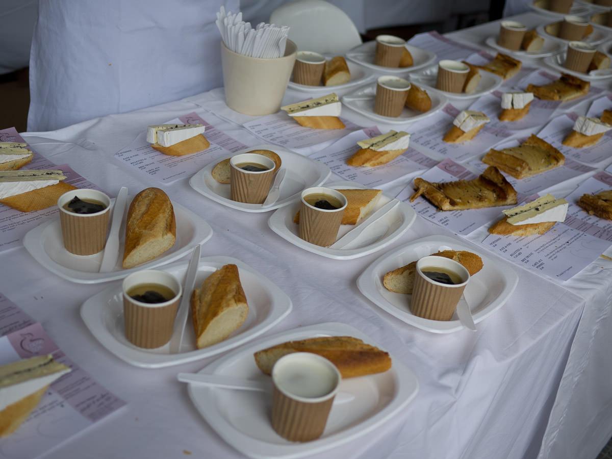 Loose Box pate de foie, brie truffe and tarte aux pommes