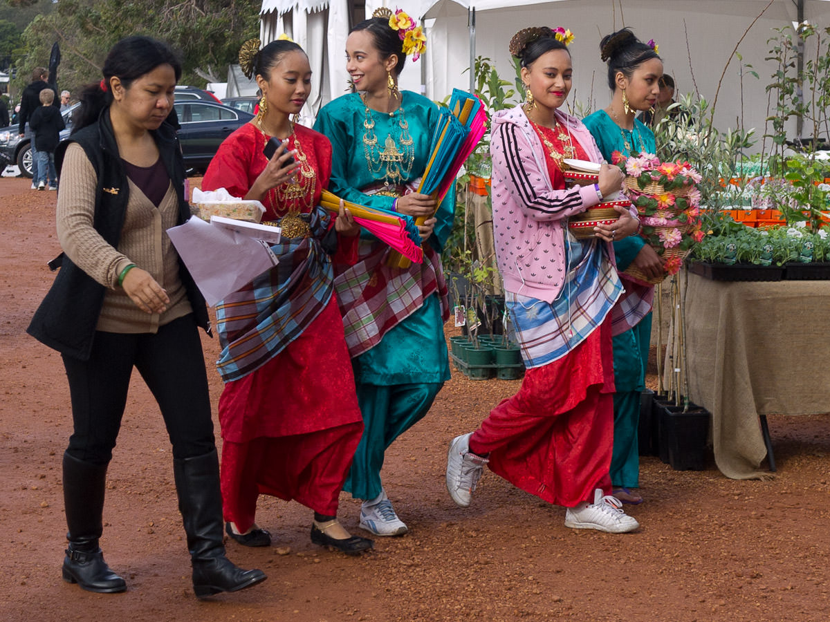Malaysian girls from Tourism Malaysia