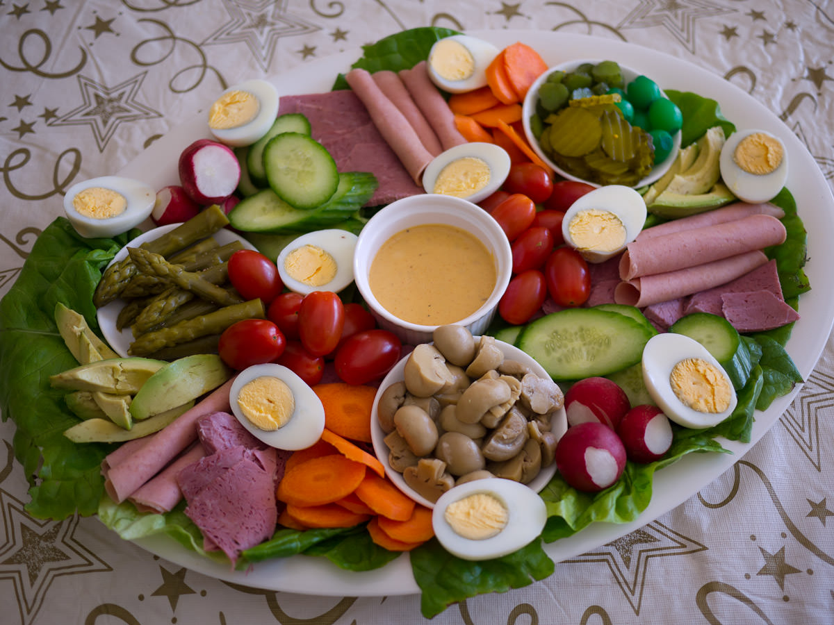 Cold meats, vegetables, pickles and egg