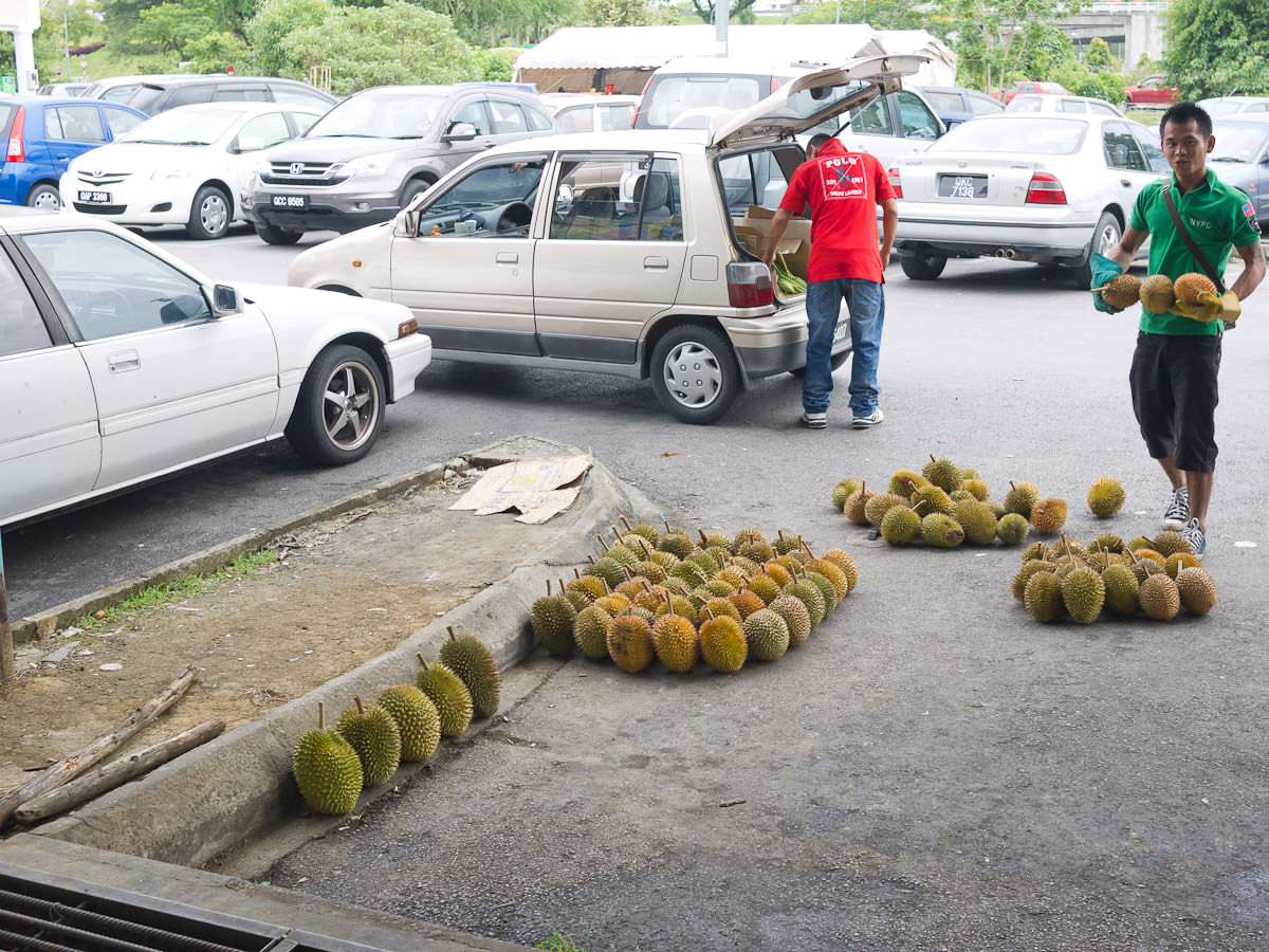 Setting up a durian stall at the front of Da-Light Food Court