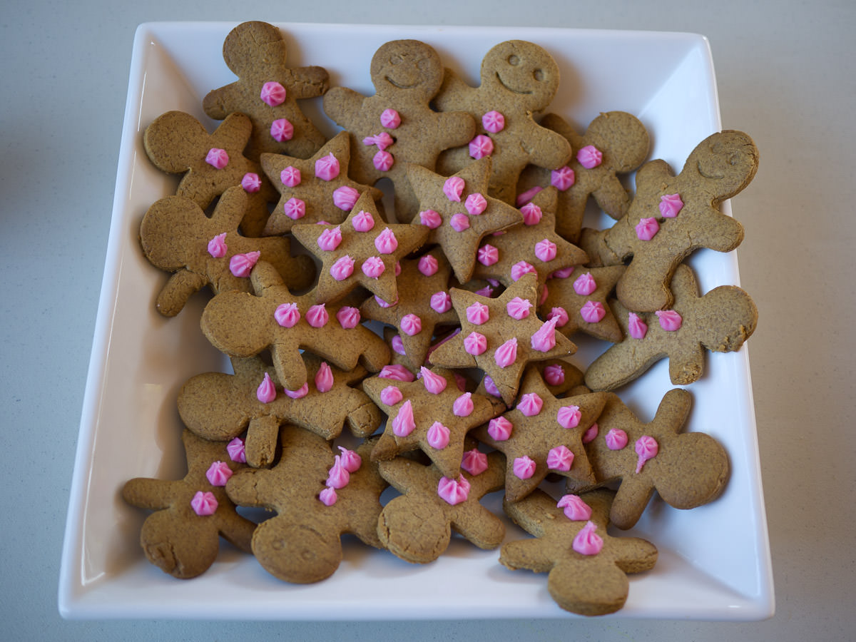 Gingerbread people and stars