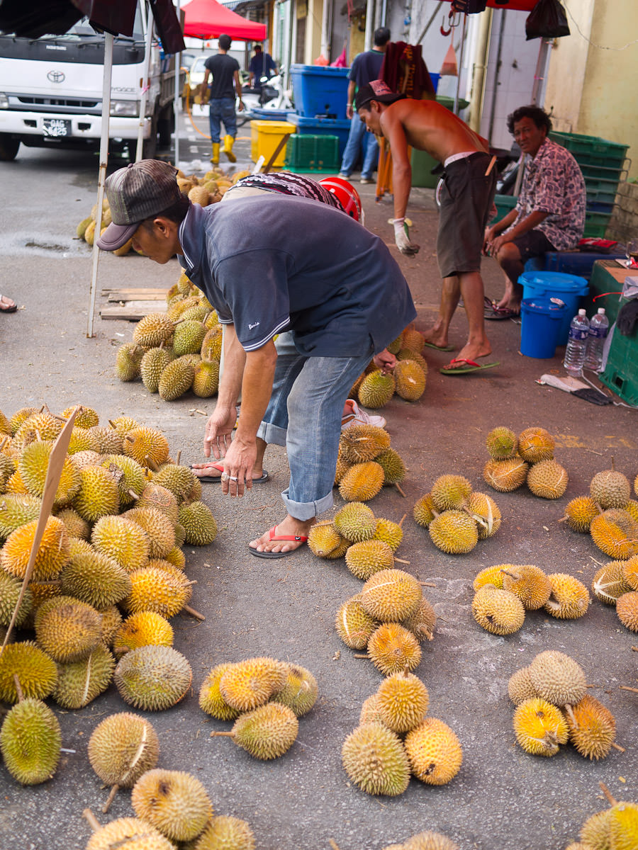The durian sorter's stance