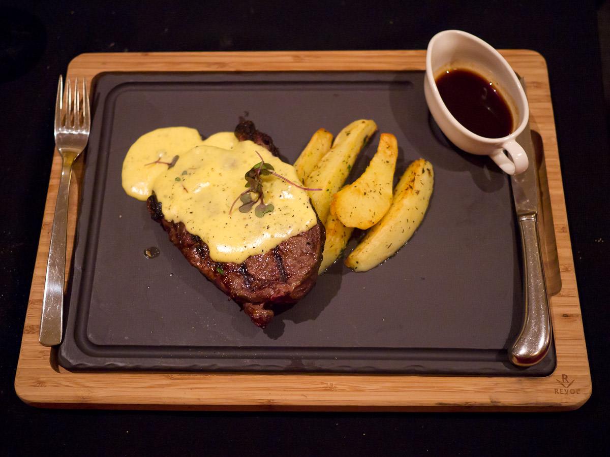 Steak avec pomme sautees aux herbes (AU$45)