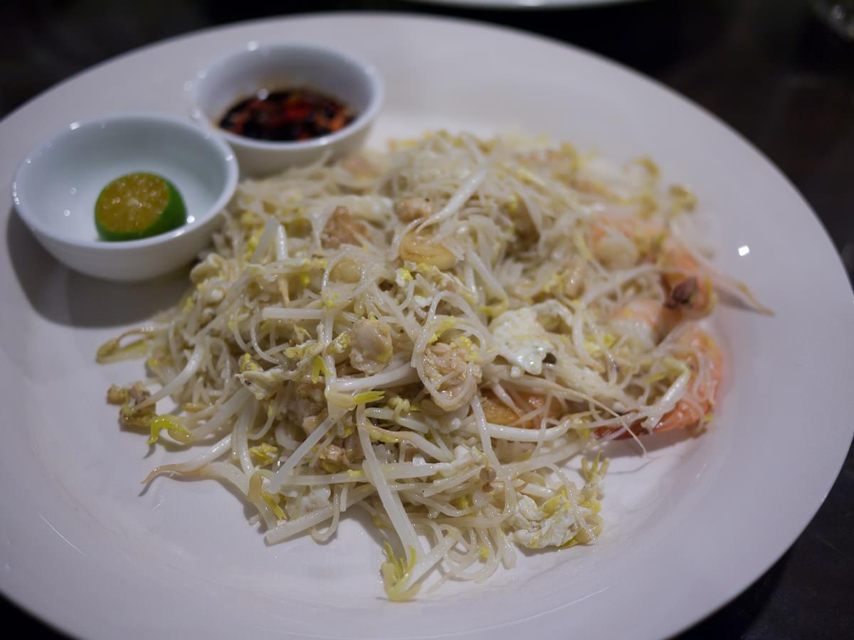 Bihun goreng (fried bee hoon)