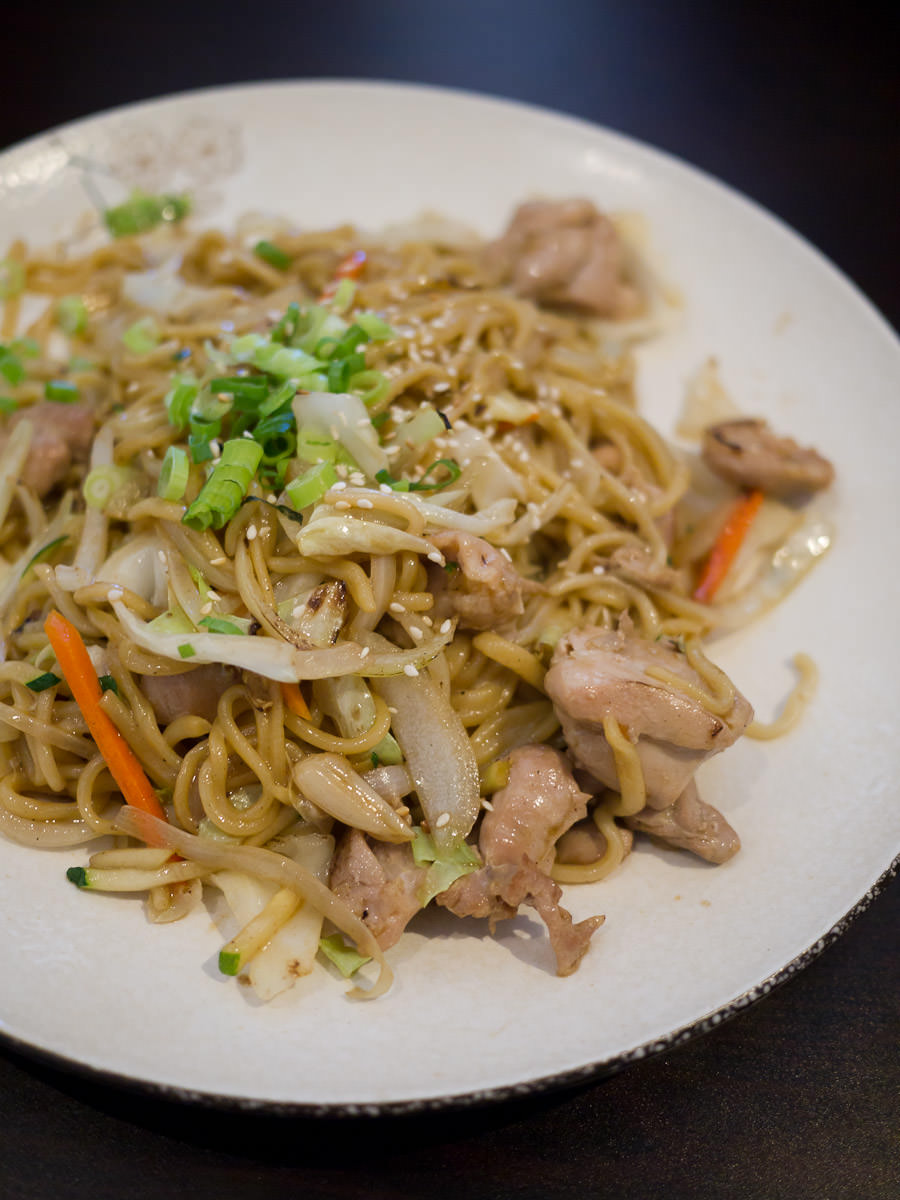 Stir-fried chicken with fresh noodle