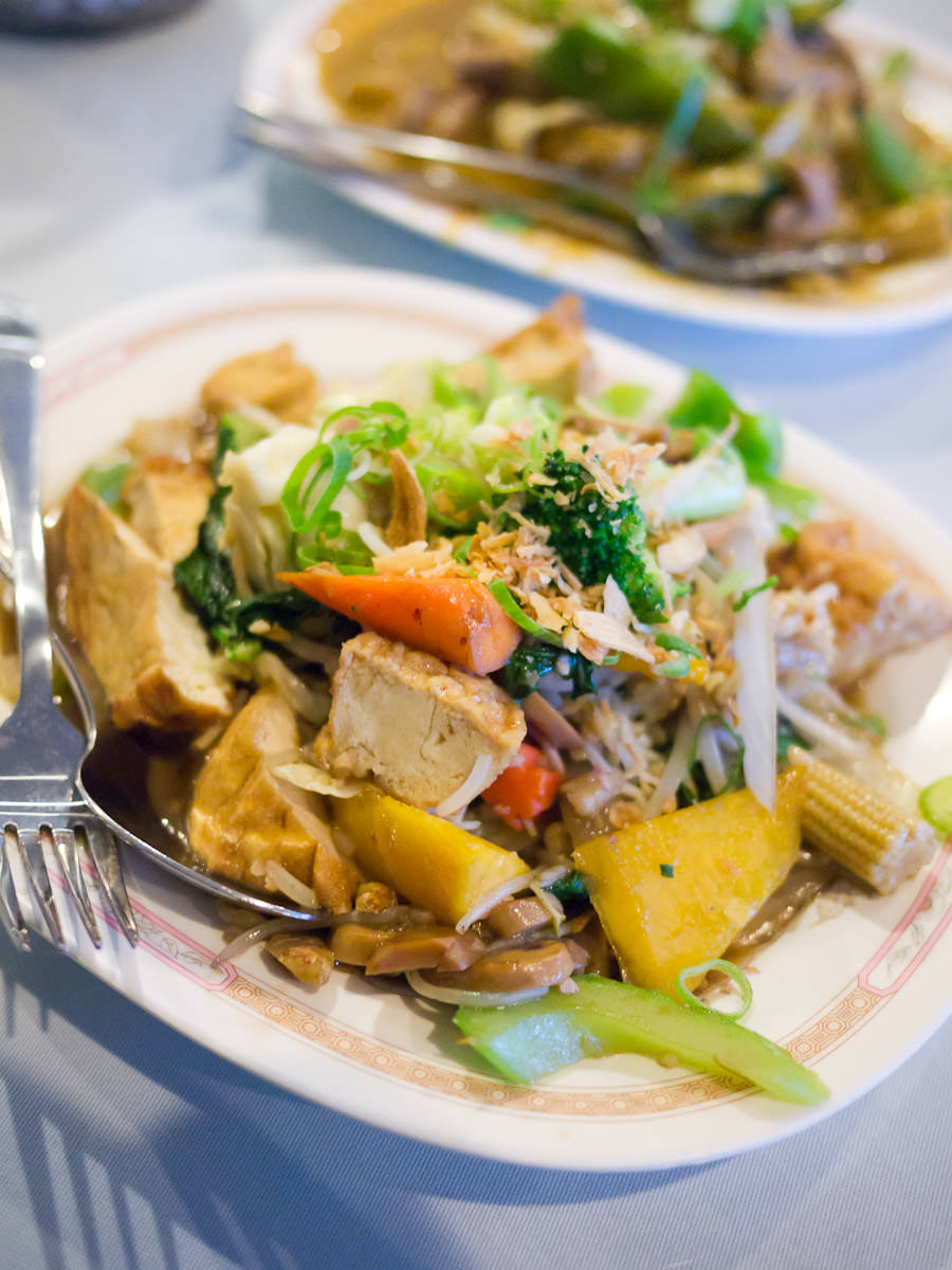 Tau hu xao rau (Bean curd braised with vegetables, AU$14.70)